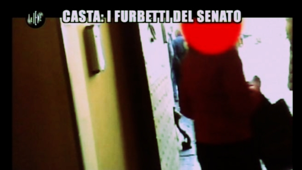 furbetti-di-camera-e-senato-le-iene-badge-tuttacronaca
