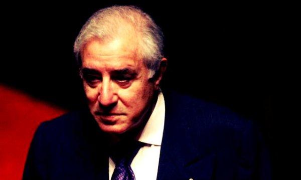 Il-senatore-Pdl-Marcello-Dell-Utri_passaporto-diplomatico