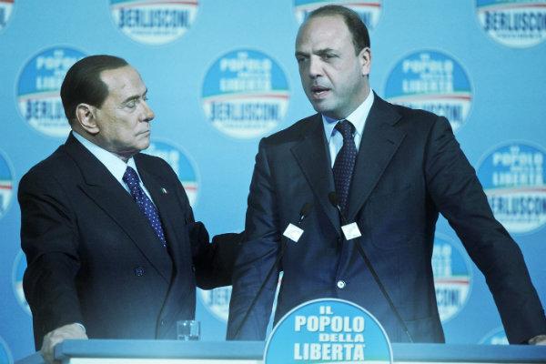 Le contestazioni a Brescia provocano un malore a Berlusconi