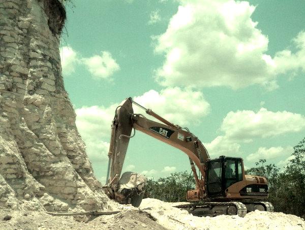 piramide maya distrutta-tuttacronaca