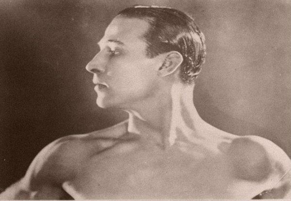 Rodolfo-Valentino-tuttacronaca
