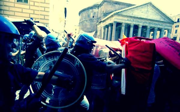 roma_scontri_polizia_manifestanti_tuttacronaca