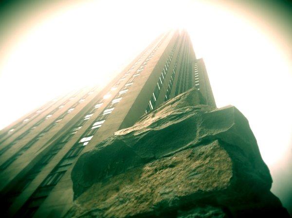 Ugo-Rondinone-Rockfeller-Plaza-New-York-Stonehenge-tuttacronaca-home