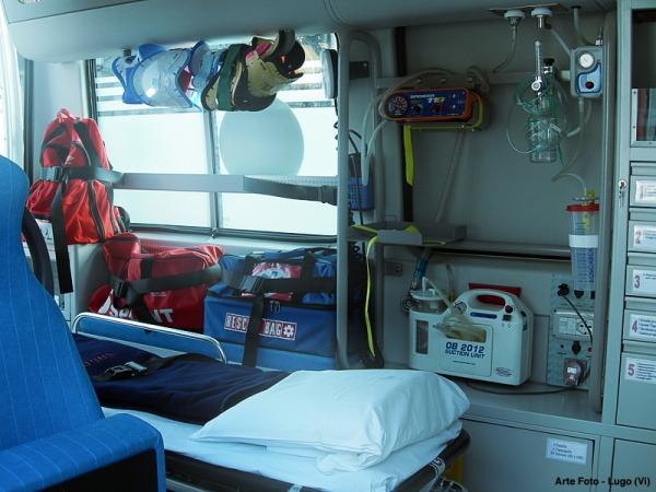 Ambulanza-attrezzata-tuttacronaca-san-basilio