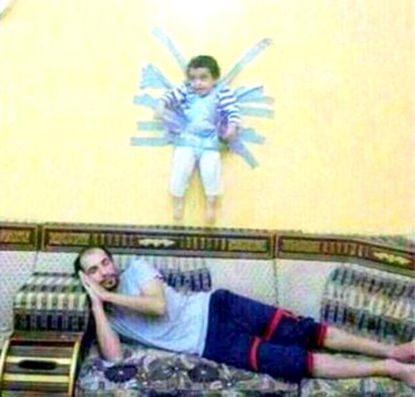 arabia-saudita-bambino-appeso-alla-parete-tuttacronaca
