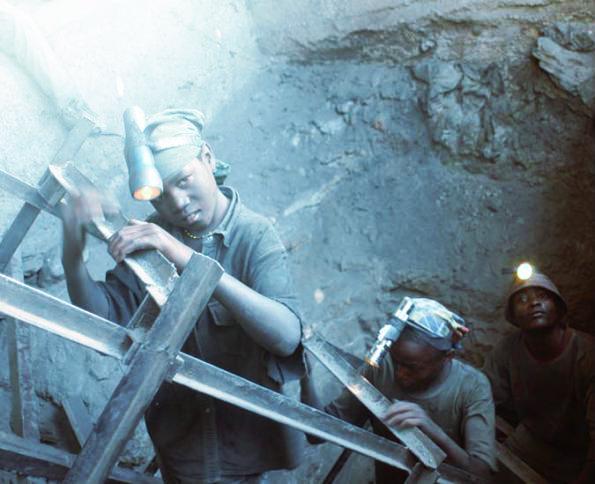 bambini-al-lavoro-in-miniera-tanzania