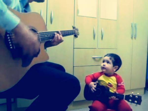 bimbo-papà-duetto-beatles-tuttacronaca