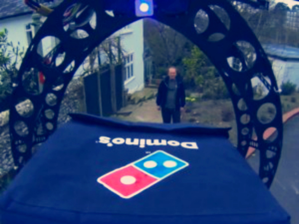domicopter-drone-delivers-pizza-tuttacronaca