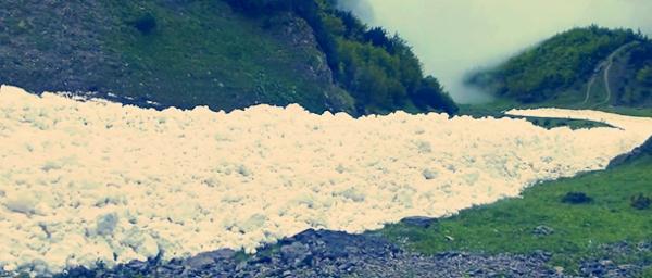 fiume-di-neve-innsbruck-tuttacronaca