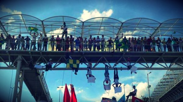 protesta-brasile-appesi-tuttacronaca