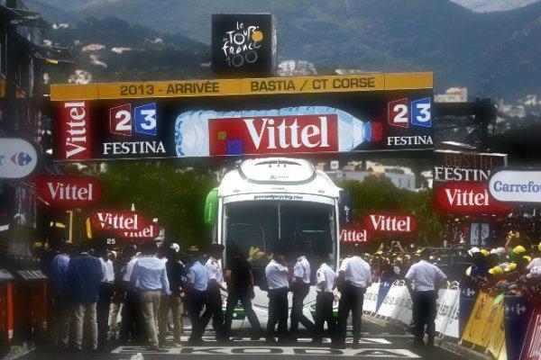tour-france-bus-bloccato-tuttacronaca