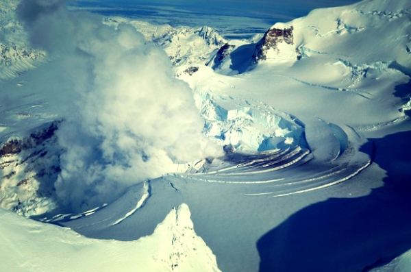 alaska-ghiacciaio-vulcano-redoubt-fumarole-montaggio-usa-tuttacronaca