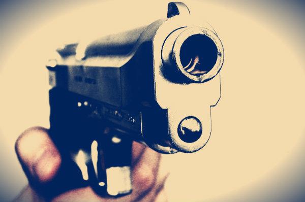 anziano-pistola-auto-tuttacronaca