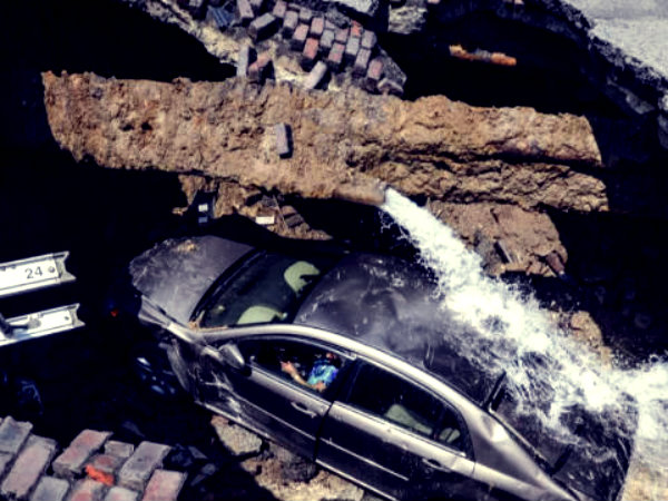auto collassa in voragine-tuttacronaca