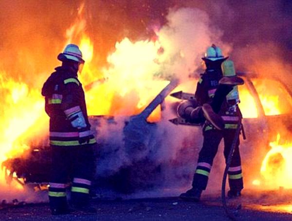 auto-in-fiamme-trovati-3-cadaveri-carbonizzati-torinese-tuttacronaca