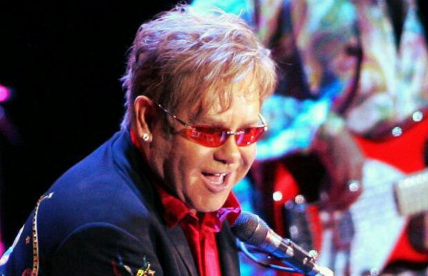Elton-John-tuttacronaca