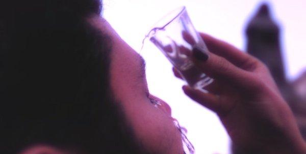 eyeballing-vodka-tuttacronaca
