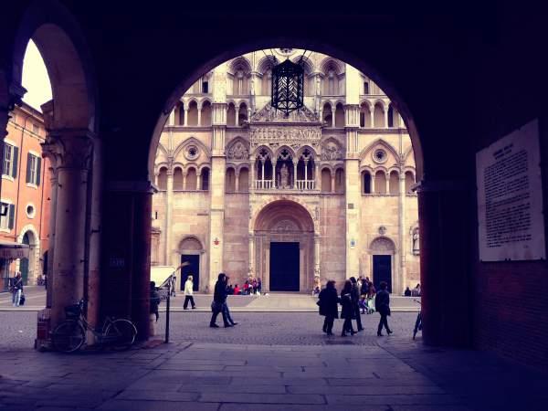 Ferrara-duomo-sesso-orge-davanti-a-chiesa-ferrara-tuttacronaca