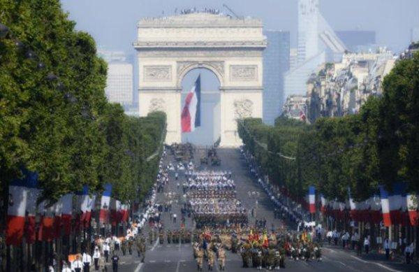 francia- hollande- Champs-Elysées-parata-Bastiglia-tuttacronaca