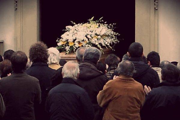 funerale-vietato-piangere-tuttacronaca
