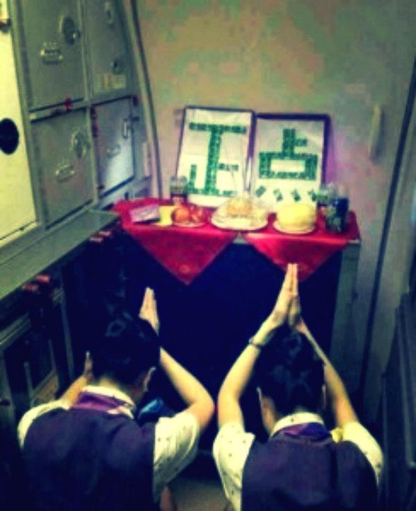 hostess-pregano-aereo-cinesi-parti-in-orario-tuttacronaca