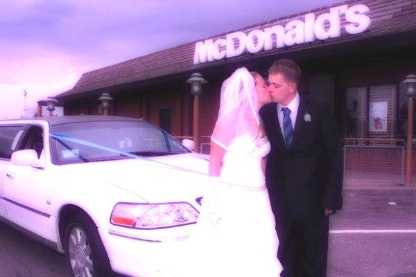 McDonalds-Wedding-Steven e Emily Asher -tuttacronaca
