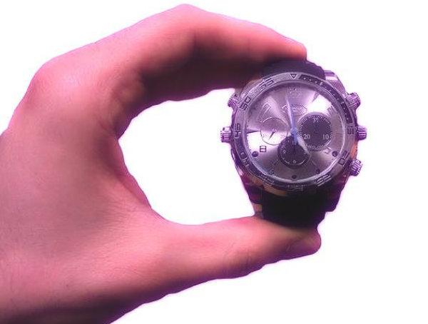 microtelecamera-occultata-orologio-da-polso-infrarossi-tuttacronaca