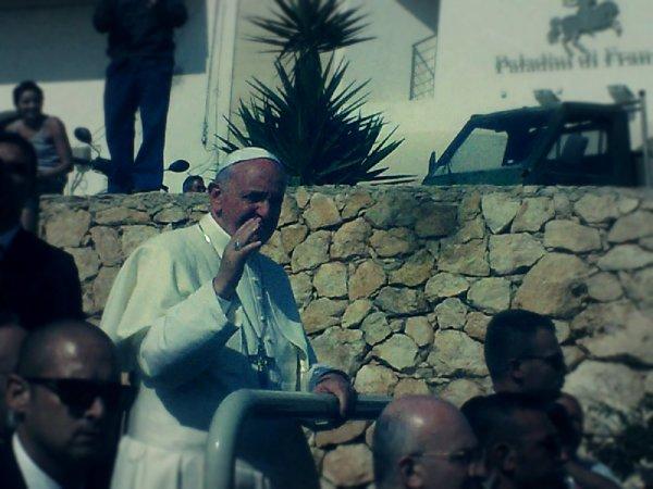 papa-francesco-lampedusa-tuttacronaca