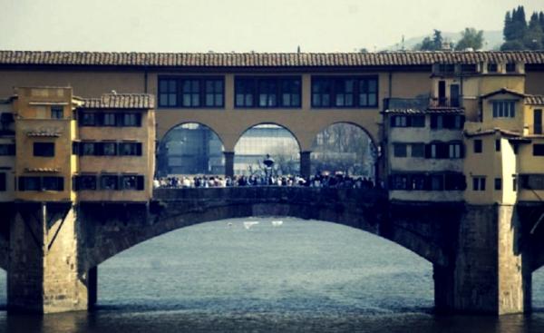 PONTE-VECCHIO-FIRENZE-ACCESSO-VIETATO-FESTA-tuttacronaca