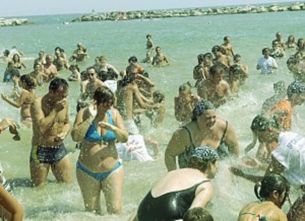 spiaggia-pane-e-pomodoro-tuttacronaca