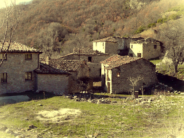 valle-piola-borgo-in-vendita-ebay-tuttacronaca