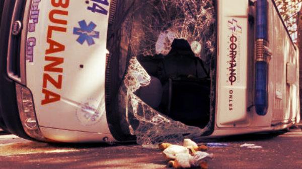 ambulanza-incidente-tuttacronaca