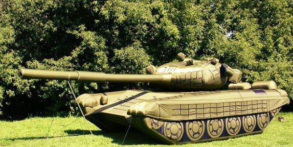 carro-armato-gonfiabile-russia-tuttacronaca