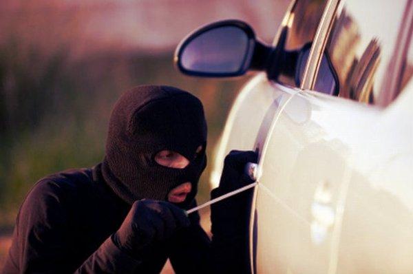 furto-auto-tuttacronaca-fotografa-ladri-arrestati-pescara