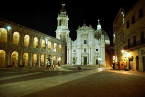 Niente elemosina davanti alla Santa Casa, il sindaco di Loreto lo vieta-tuttacronaca