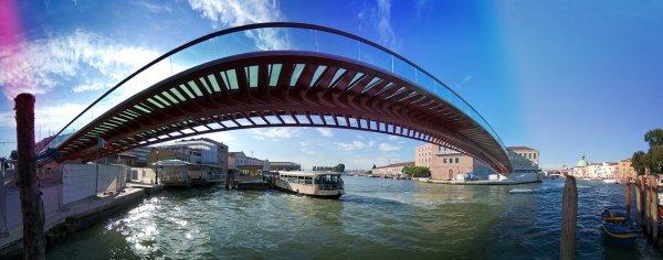 Il ponte di Venezia è stato progettato male: lo Stato fa causa a Calatrava