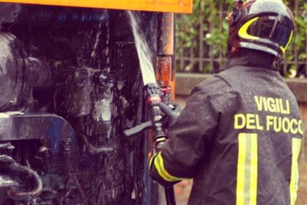pullman-a16-tuttacronaca-incendio-fiamme-viadotto-della-morte