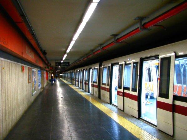 roma_metro_at_anagnina_station-tuttacronaca