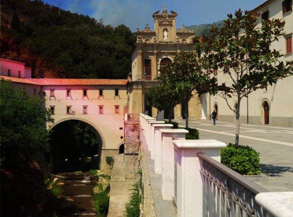 Santuario di San Francesco da Paola-frati-giocano-in-borsa-tuttacronaca
