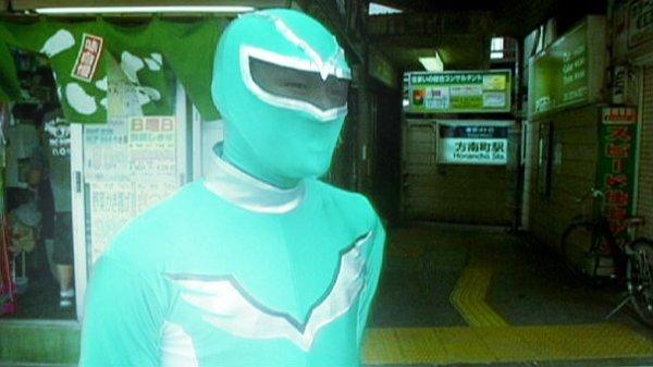 supereroe-metro-tokyo-tuttacronaca