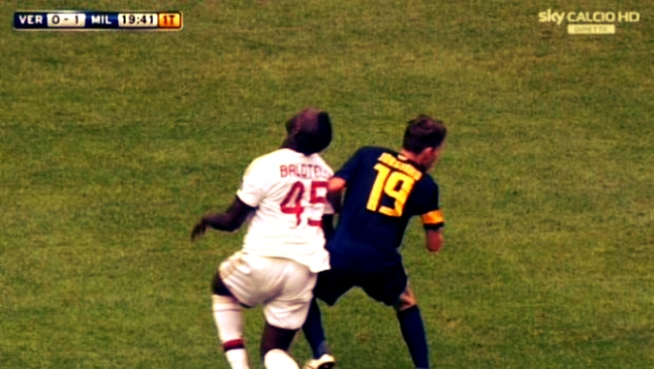 Verona-Milan-24-agosto-2013-tuttacronaca- Jorginho-su-balotelli