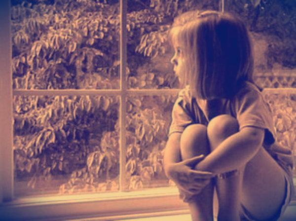 Bambina-sola-in-classe-tuttacronaca