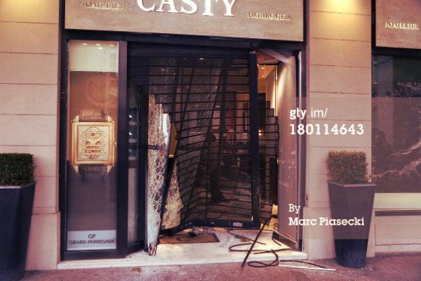 casty-furto-parigi-tuttacronaca