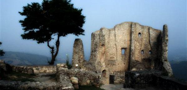 donna-nuda-castello-canossa-tuttacronaca