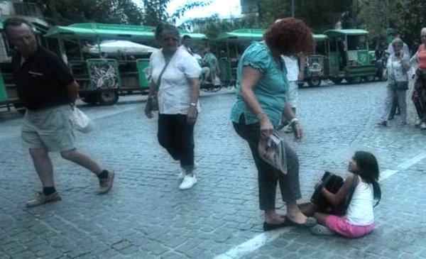 grecia_calci_bimba_rom-commerciante-tuttacronaca