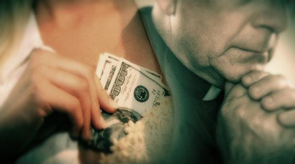 sacerdote-prostituta-soldi-filmini-hard-tuttacroanca