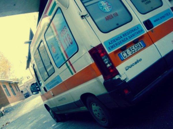 ambulanza-via-dei-velini-macerata-tuttacronaca