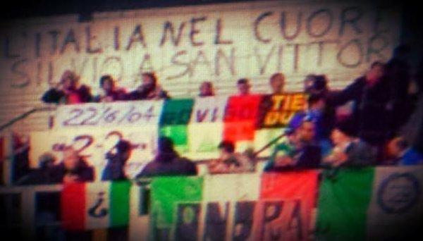 danimarca_italia_striscione_berlusconi-tuttacronaca