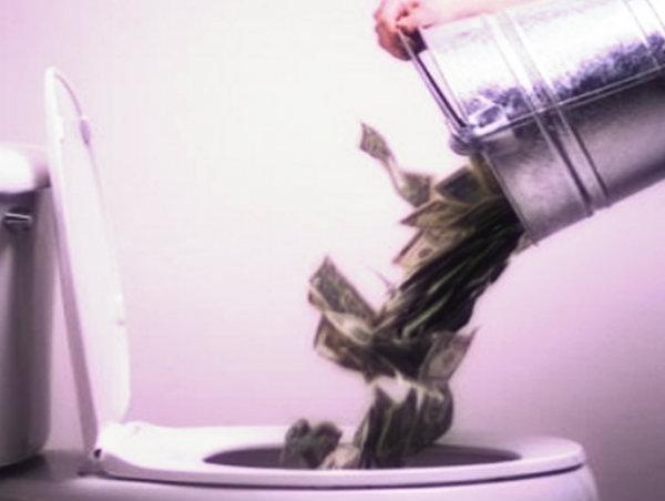 gettare-soldi-tuttacronaca