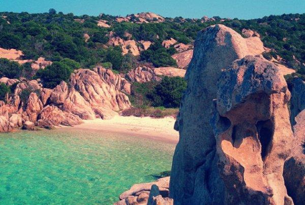 La-spiaggia-rosa-di-Budelli-in-Sardegna-venduta-asta-tuttacronaca